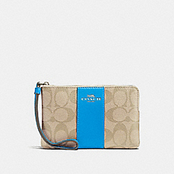 CORNER ZIP WRISTLET IN SIGNATURE CANVAS - LIGHT KHAKI/BRIGHT BLUE/SILVER - COACH F58035