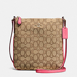 NORTH/SOUTH CROSSBODY IN OUTLINE SIGNATURE - f58421 - IMITATION GOLD/KHAKI STRAWBERRY
