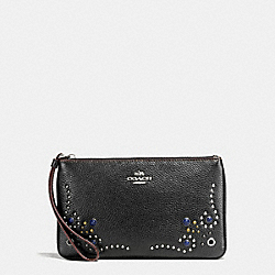 COACH LARGE WRISTLET IN PEBBLE LEATHER WITH BORDER STUDDED EMBELLISHMENT - SILVER/BLACK - F59069