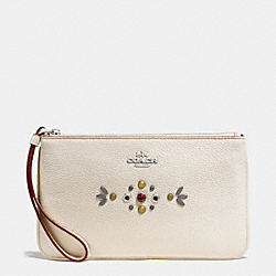 COACH LARGE WRISTLET IN PEBBLE LEATHER WITH BORDER STUDDED EMBELLISHMENT - SILVER/CHALK - F59069