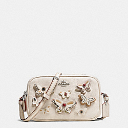 CROSSBODY POUCH IN PEBBLE LEATHER WITH BUTTERFLY APPLIQUE - f59070 - SILVER/CHALK