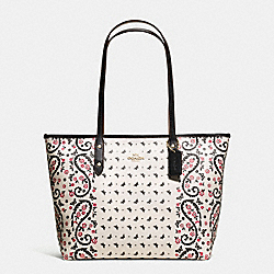 CITY ZIP TOTE IN BUTTERFLY BANDANA PRINT COATED CANVAS - f59329 - IMITATION GOLD/CHALK/BRIGHT PINK