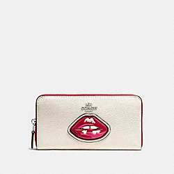 COACH LIPS ACCORDION ZIP WALLET IN PEBBLE LEATHER WITH TWO TONE ZIPPER - SILVER/MULTICOLOR - F59337