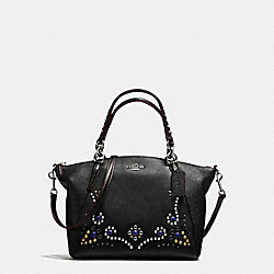 SMALL KELSEY SATCHEL IN PEBBLE LEATHER WITH STUDDED BORDER EMBELLISHMENT - f59348 - SILVER/BLACK