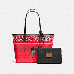 REVERSIBLE TOTE IN PRAIRIE BANDANA PRINT WITH MICKEY - f59376 - QB/Bright Red Black