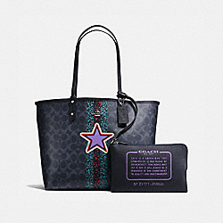 REVERSIBLE CITY TOTE IN SIGNATURE RANCH VARISTY STRIPE COATED CANVAS WITH STAR MOTIF - F59526 - SILVER/DENIM MULTI