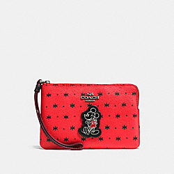 CORNER ZIP WRISTLET IN PRAIRIE BANDANA PRINT WITH MICKEY - f59530 - QB/Bright Red Black