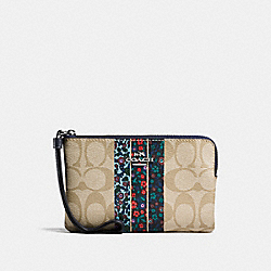 CORNER ZIP WRISTLET IN SIGNATURE RANCH VARSITY STRIPE COATED CANVAS - SILVER/LIGHT KHAKI - COACH F59556