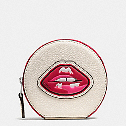 COIN CASE IN PEBBLE LEATHER WITH LIPS - f59559 - SILVER/MULTI