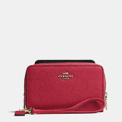 COACH DOUBLE ZIP PHONE WALLET IN EMBOSSED TEXTURED LEATHER - LIGHT GOLD/RED CURRANT - F63112
