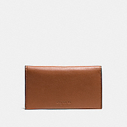 UNIVERSAL PHONE CASE IN SPORT CALF LEATHER - SADDLE - COACH F63646