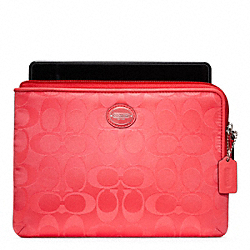 SIGNATURE NYLON L-ZIP E-READER SLEEVE - SILVER/BRIGHT CORAL - COACH F63800