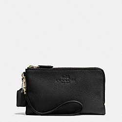 COACH DOUBLE CORNER ZIP WRISTLET IN PEBBLE LEATHER - LIGHT GOLD/BLACK - F64130