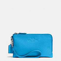 COACH DOUBLE CORNER ZIP WRISTLET IN PEBBLE LEATHER - SILVER/AZURE - F64130