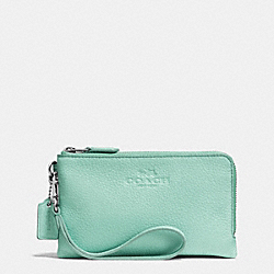 COACH DOUBLE CORNER ZIP WRISTLET IN PEBBLE LEATHER - SILVER/SEAGLASS - F64130