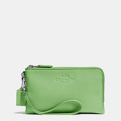 COACH DOUBLE CORNER ZIP WRISTLET IN PEBBLE LEATHER - SILVER/PISTACHIO - F64130