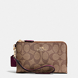 COACH DOUBLE CORNER ZIP WRISTLET IN SIGNATURE - IMITATION GOLD/KHAKI/SHERRY - F64131
