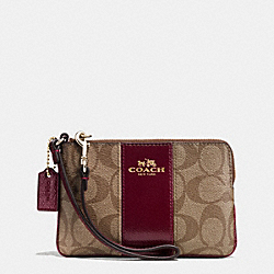 COACH CORNER ZIP WRISTLET IN SIGNATURE WITH LEATHER TRIM - IMITATION GOLD/KHAKI/SHERRY - F64233