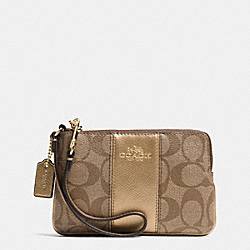 COACH CORNER ZIP WRISTLET IN SIGNATURE WITH LEATHER TRIM - IMITATION GOLD/KHAKI/GOLD - F64233