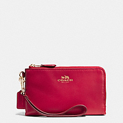 COACH DOUBLE CORNER ZIP WRISTLET IN LEATHER - IMITATION GOLD/CLASSIC RED - F64581