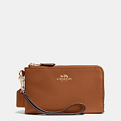 DOUBLE CORNER ZIP WRISTLET IN LEATHER - IMITATION GOLD/SADDLE - COACH F64581