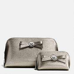 TURNLOCK BOW COSMETIC CASE SET IN PATENT LEATHER - SILVER/GUNMETAL - COACH F64651