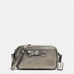 COACH TURNLOCK BOW CROSSBODY POUCH IN PATENT LEATHER - SILVER/GUNMETAL - F64655