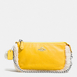 LARGE WRISTLET 19 IN LEATHER AND SHEARLING - SILVER/BANANA/NEUTRAL - COACH F64705