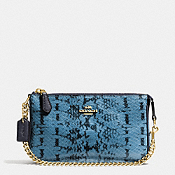 NOLITA WRISTLET 19 IN COLORBLOCK EXOTIC EMBOSSED LEATHER - LIGHT GOLD/NAVY - COACH F64712