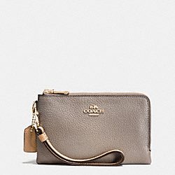 COACH DOUBLE CORNER ZIP WRISTLET IN COLORBLOCK LEATHER - LIGHT GOLD/FOG MULTI - F64799