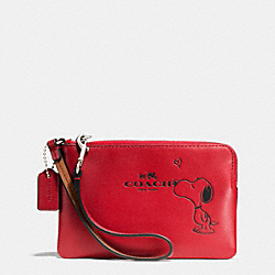 COACH COACH X PEANUTS CORNER ZIP WRISTLET IN CALF LEATHER - SILVER/CLASSIC RED - F65193