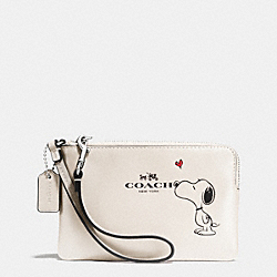 COACH COACH X PEANUTS CORNER ZIP WRISTLET IN CALF LEATHER - SILVER/CHALK - F65193