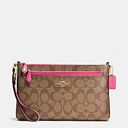 WRISTLET WITH POP UP POUCH IN SIGNATURE - f65806 - IMITATION GOLD/KHAKI/DAHLIA