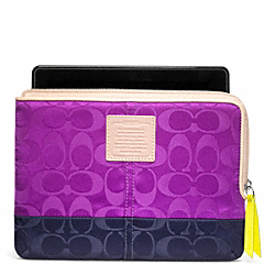 WEEKEND COLORBLOCK NYLON L-ZIP E-READER SLEEVE COACH F65860