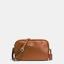 CROSSBODY POUCH IN PEBBLE LEATHER - f65988 - IMITATION GOLD/SADDLE