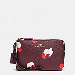 COACH CORNER ZIP WRISTLET IN FIELD FLORA PRINT COATED CANVAS - IMITATION GOLD/BURGUNDY MULTI - F66175