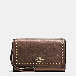 COACH RIVETS PHONE WRISTLET IN GRAIN LEATHER - IMITATION GOLD/BRONZE - F66194