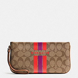 COACH COACH VARSITY STRIPE LARGE WRISTLET IN SIGNATURE - IMITATION GOLD/KHAKI/WATERMELON - F66463