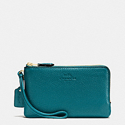 COACH DOUBLE CORNER ZIP WRISTLET IN PEBBLE LEATHER - IMITATION GOLD/ATLANTIC - F66505