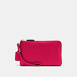 COACH DOUBLE CORNER ZIP WRISTLET IN PEBBLE LEATHER - IMITATION GOLD/BRIGHT PINK - F66505
