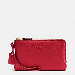 COACH DOUBLE CORNER ZIP WRISTLET IN PEBBLE LEATHER - IMITATION GOLD/TRUE RED - F66505