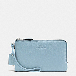 COACH DOUBLE CORNER ZIP WRISTLET IN PEBBLE LEATHER - SILVER/CORNFLOWER - F66505