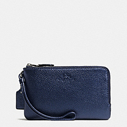 COACH DOUBLE CORNER ZIP WRISTLET IN PEBBLE LEATHER - SILVER/METALLIC MIDNIGHT - F66505