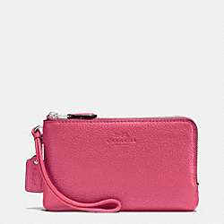 COACH DOUBLE CORNER ZIP WRISTLET IN PEBBLE LEATHER - SILVER/STRAWBERRY - F66505