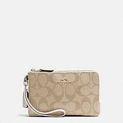 COACH DOUBLE CORNER ZIP WRISTLET IN SIGNATURE - IMITATION GOLD/LIGHT KHAKI/CHALK - F66506