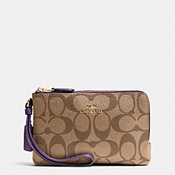 COACH DOUBLE CORNER ZIP WRISTLET IN SIGNATURE - IMITATION GOLD/KHAKI AUBERGINE - F66506