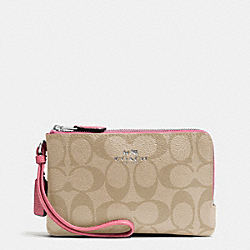 COACH DOUBLE CORNER ZIP WRISTLET IN SIGNATURE - SILVER/LIGHT KHAKI/STRAWBERRY - F66506