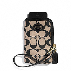 COACH NORTH/SOUTH UNIVERSAL CASE IN PRINTED SIGNATURE FABRIC - BRASS/KHAKI BLACK/BLACK - F68176