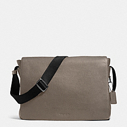 METROPOLITAN COURIER IN PEBBLE LEATHER - f72060 - BLACK ANTIQUE NICKEL/FOG