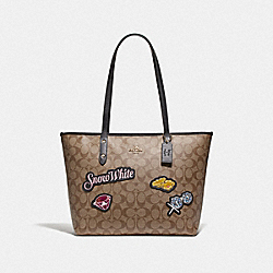 DISNEY X COACH CITY ZIP TOTE IN SIGNATURE CANVAS WITH SNOW WHITE - KHAKI/MULTI/GOLD - COACH F73360